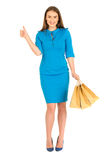 Mulher bonita no vestido azul que levanta com sacos Foto de Stock Royalty Free