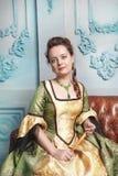 Mulher bonita no vestido medieval Fotografia de Stock