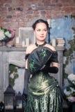Mulher bonita no vestido medieval com fã Fotografia de Stock Royalty Free