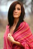 Mulher bonita no xaile vermelho Fotografia de Stock Royalty Free