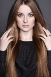 Mulher bonita nova com cabelo longo, lindo Fotografia de Stock Royalty Free