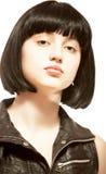 Mulher bonita nova com cabelo preto Imagens de Stock Royalty Free