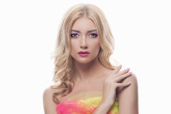 Mulher bonita nova com composição da cor Foto de Stock Royalty Free