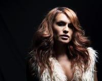 Jovem mulher com extensões do cabelo. Fotos de Stock Royalty Free