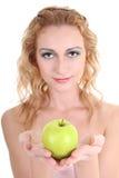 Mulher bonita nova com maçã verde fotografia de stock royalty free