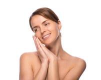 A mulher bonita nova demonstra sua pele perfeita foto de stock royalty free