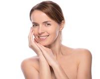 A mulher bonita nova demonstra sua pele perfeita imagens de stock royalty free