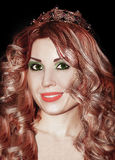 Mulher bonita nova do batom do rosa da coroa da senhorita Beauty da rainha da menina Imagens de Stock