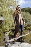 Mulher bonita nova na manhã no levantamento de Mônaco fotos de stock royalty free