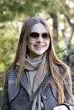 Mulher bonita nova na manhã no levantamento de Mônaco imagem de stock royalty free