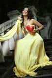 Mulher bonita nova nas escadas Imagem de Stock Royalty Free