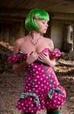 Mulher bonita nova nas ruínas Imagens de Stock Royalty Free