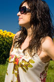 Mulher bonita nova no campo Imagens de Stock Royalty Free