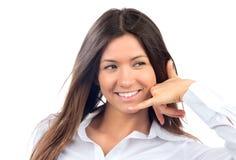 Mulher bonita nova que faz ao atendimento me gesto do sinal Foto de Stock