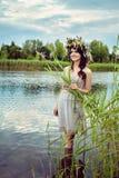 Mulher bonita nova que fica na água Fotografia de Stock Royalty Free