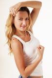 Mulher bonita nova que mostra lhe os braços bonitos como um símbolo de fotografia de stock