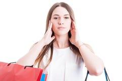 Mulher bonita que cobre suas orelhas com ambas as mãos Imagem de Stock Royalty Free