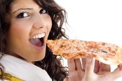 Mulher bonita que come a pizza deliciosa Foto de Stock Royalty Free