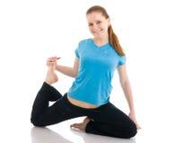 A mulher bonita que faz o exercício da ioga isolado Fotografia de Stock