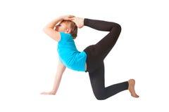 Mulher bonita que faz o fundo do branco do yoguna foto de stock royalty free