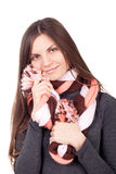 Mulher bonita que guarda um lenço em torno da cara Imagem de Stock