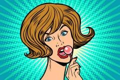 Mulher bonita que lambe o lollipop ilustração do vetor