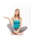 Mulher bonita que meditating Imagens de Stock Royalty Free