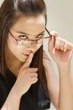 Mulher bonita que pede que você seja silencioso Imagens de Stock