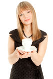 Mulher bonita que prende o copo branco (foco em um copo) Fotografia de Stock