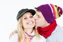 Mulher bonita que recebe o beijo de seu noivo fotografia de stock