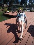 Mulher bonita que relaxa na plataforma no Sun Imagens de Stock Royalty Free