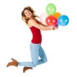 Mulher bonita que salta com os balões olorful isolados no fundo branco Imagem de Stock