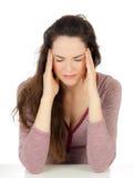 Mulher bonita que sofre da dor de cabeça imagens de stock