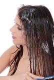 Mulher bonita que usa o condicionador imagens de stock royalty free