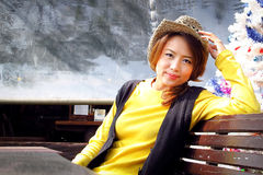 A mulher bonita relaxa dentro o humor Imagem de Stock