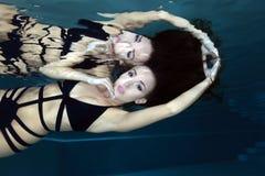 Mulher bonita subaquática foto de stock royalty free