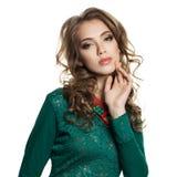 Mulher bonito no vestido verde isolado foto de stock