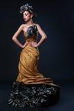 Mulher branca bonita na imagem da diva Imagens de Stock Royalty Free