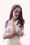 Mulher branca nova em clothers do wight no lig contrário Imagem de Stock Royalty Free