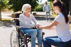 Mulher brilhante corajoso que atravessa a reabilitação Imagem de Stock Royalty Free