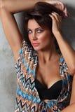 Mulher bronzeada 'sexy' bonita nova com composição limpa imagem de stock