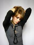 Mulher brown-haired agradável com um grânulo Imagem de Stock Royalty Free