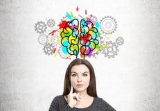 Mulher, cérebro e rodas denteadas de pensamento foto de stock