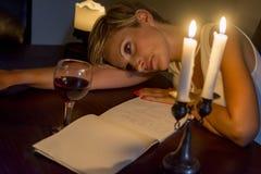Mulher cansado da escrita Imagens de Stock Royalty Free