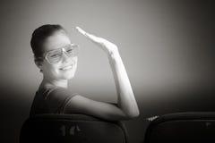 Mulher caucasiano atrativa no teatro nela Imagens de Stock