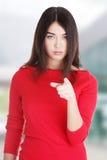 Mulher caucasiano bonita nova que aponta em você Fotografia de Stock