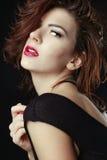 Mulher caucasiano bonita que levanta para retratos Fotografia de Stock