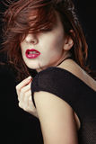 Mulher caucasiano bonita que levanta para retratos Imagens de Stock Royalty Free