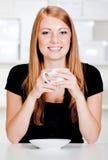 Mulher caucasiano com bebida foto de stock