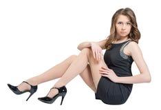 Mulher caucasiano glamoroso que encontra-se no assoalho Fotos de Stock Royalty Free